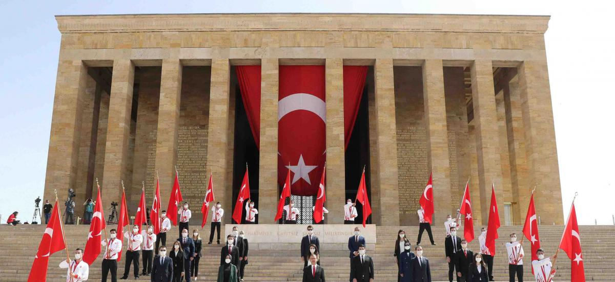 Government officials and students during a ceremony at the mausoleum of Mustafa Kemal Atatürk