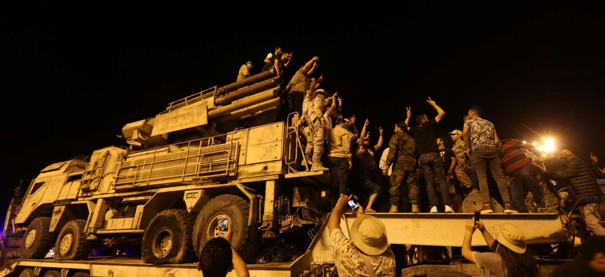 20 May 2020, Liberia, Tripoli: Libyans gather at the Martyrs Square to inspect Russian-made Pantsir air defense system, used by warlord Khalifa Haftar's militias, after it was destroyed by the Army of the UN-recognised Government of National Accord (GNA). Photo: -/PPI via ZUMA Wire