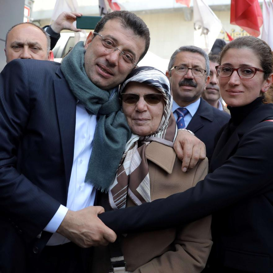 Ekrem Imamoglu, main opposition Republican People's Party (CHP) candidate for mayor of Istanbul, poses with his mother Hava Imamoglu and his sister in Istanbul, Turkey April 1, 2019. REUTERS/Huseyin Aldemir